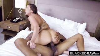 Negro hat einer fremden Frau einen großen Schwanz geleckt und in einem Hotel gefickt