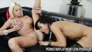 Zwei Pornomodels wärmen sich mit Lesbensex auf, bevor sie einen Gangbang drehen