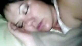 Eine Auswahl von Cumshots auf das Gesicht einer schlafenden Freundin einer Prostituierten