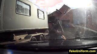 Rothaarige Hure leckte einen Arschpolizisten und fickte ihn, bis ihre Muschi endete