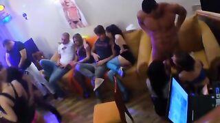 St. Petersburg Studenten auf einer versauten Party mit Striptease und Gruppensex