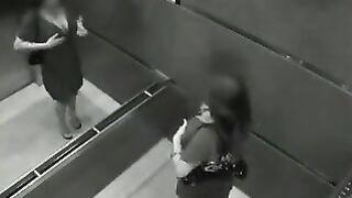 Zusammenstellung des Fickens unter einer versteckten Kamera in einem Hotelaufzug in Las Vegas
