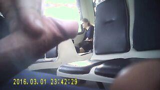 Masturbator masturbiert Schwanz auf Studenten im Zug
