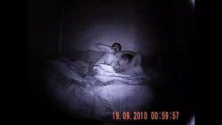 Selbst gemachter Sex schoss nachts auf einer versteckten Kamera mit Nachtsicht