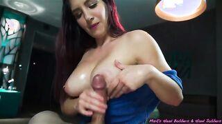 Domina fingert ein Mitglied mit einer Hand und bringt zum Orgasmus (Auswahl von Pornos)