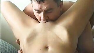 Liebhaber leckte seine rasierte Muschi Frau und fickte sie
