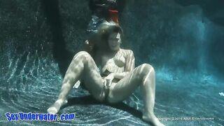 Echter Sex und Blowjob unter Wasser