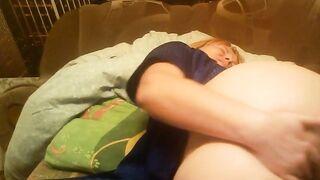 Reife Frau fingert Skype mit Freund, während betrunkener Ehemann schläft
