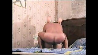 Retro Porno mit tatarischen und russischen Bauern (Sex zu Hause)