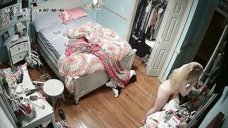 Der Vater stellte eine versteckte Kamera in das Zimmer seiner Tochter und entfernte sie nackt