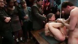 Gruppenmobbing und Demütigung eines verwandten Mädchens mit BDSM