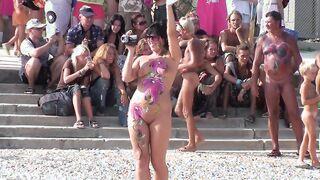 Koktebel FKK-Festival auf der Krim mit nackten Mädchen