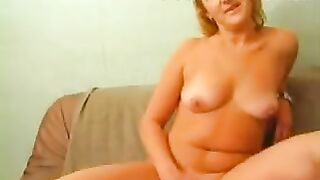 Reife Mutter beim Porno Casting wird gefickt und schluckt Sperma