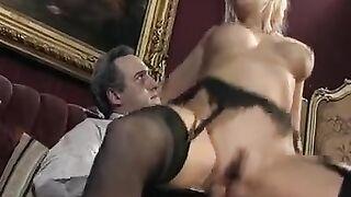 Selbst gemachter Retro-Porno mit haariger Frau und Ehemann