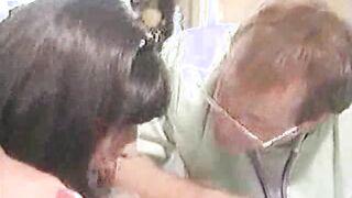 Transa macht Fisting mit drei Händen gleichzeitig (Retro-Porno)