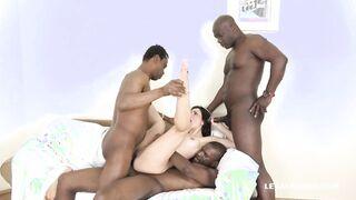 Blacks Gang schlug ein weißes Küken und fickte mit großen Schwänzen