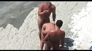 Nudisten trafen sich am Strand und hatten sofort Sex