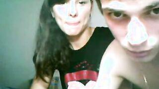 Der 18-jährige Student fickt einen Russen vor einer Webcam