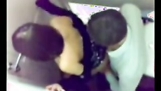 In einer Nacht fickten drei Paare in der Nachtclubtoilette