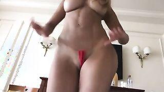 Topmodel Michaela Schaefer zeigt sich nackt vor der Kamera