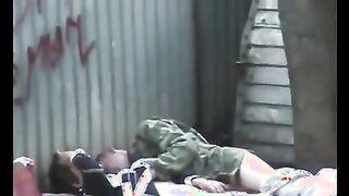 Russischer Obdachloser fickt in der Garage