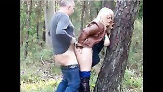 Geheime Fick im Wald eines reifen Paares