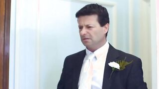 Liebhaber macht Cunnilingus Braut vor der Hochzeit