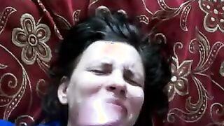 Selbst gemachter Blowjob eines russischen jungen Mädchens
