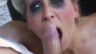 Freak fickt verrückte Irrenhausfrau und ihre Krankenschwester