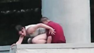 Betrunkenes Paar fickt in der Öffentlichkeit am City Day