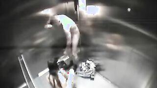 Schneller Sex im Aufzug kam auf eine versteckte Kamera