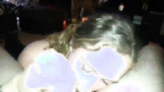 Curly Canadian saugt und leckt tief Eier