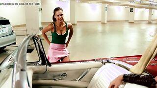 Jessica Alba zündet ihr Höschen an einem engen Gesäß an