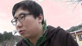 Die Koreanerin hat ihre Freundin zweimal an einem Tag gefickt