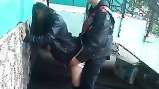 Russische Hure wird auf der Straße gefickt