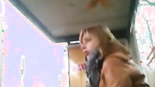 Onanist an der Bushaltestelle