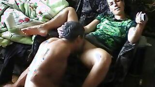 Der grauhaarige Ehemann machte seine Frau mit Cunnilingus an und fing an, ihre Muschi zu ficken