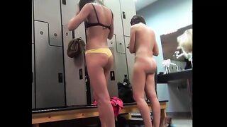 Ich habe nackte Tänzer in einem Umkleideraum eines Fitnesscenters mit einer versteckten Kamera erschossen