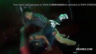 Turk hat in einem Nachtclub einen Dummkopf-Touristen aus Tula in den Müll gefickt