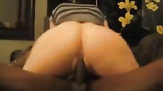 Negro Sperma gegossen weiße Sexwife Pussy vor ihrem Mann mit einer Kamera