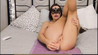 Maskenaufnahme von privat mit analer Masturbation durch ein maskiertes Mädchen