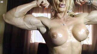 Riesige muskelnackte Bodybuilderin zeigt ihre Fotze
