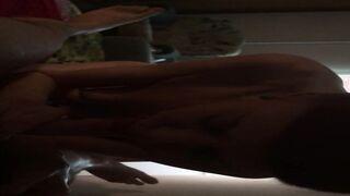 Ein junger Mann fickt eine alte rothaarige Frau aus Pskow in den Mund