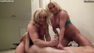 Zwei muskulöse Frauen vergewaltigen einen Mann und setzen sich mit einer Muschi auf sein Gesicht