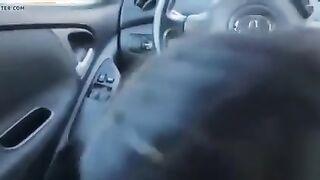 Gipsy fuhr einen Taxifahrer mit einem Blowjob in einem Auto zu einem Cumshot in ihrem Mund