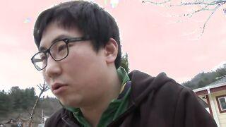 Henpecked fickt wunderschöne koreanische Frau