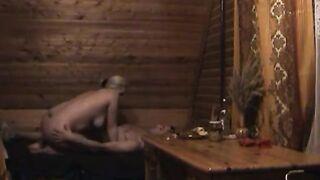 In der Badewanne betrunken und mit ihrem eigenen Sohn gefickt