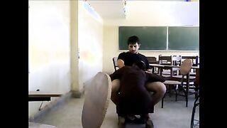 Araber Lehrer nach dem Unterricht gefickt