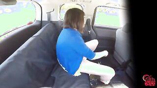 Mädchen in einem Taxi während der Fahrt zur Arbeit gefickt