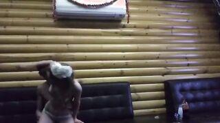 Der junge Russe hatte Sex in einer Sauna und stieg in eine versteckte Kamera